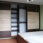 Zatočte s nedostatkem úložného prostoru vestavěnou skříní