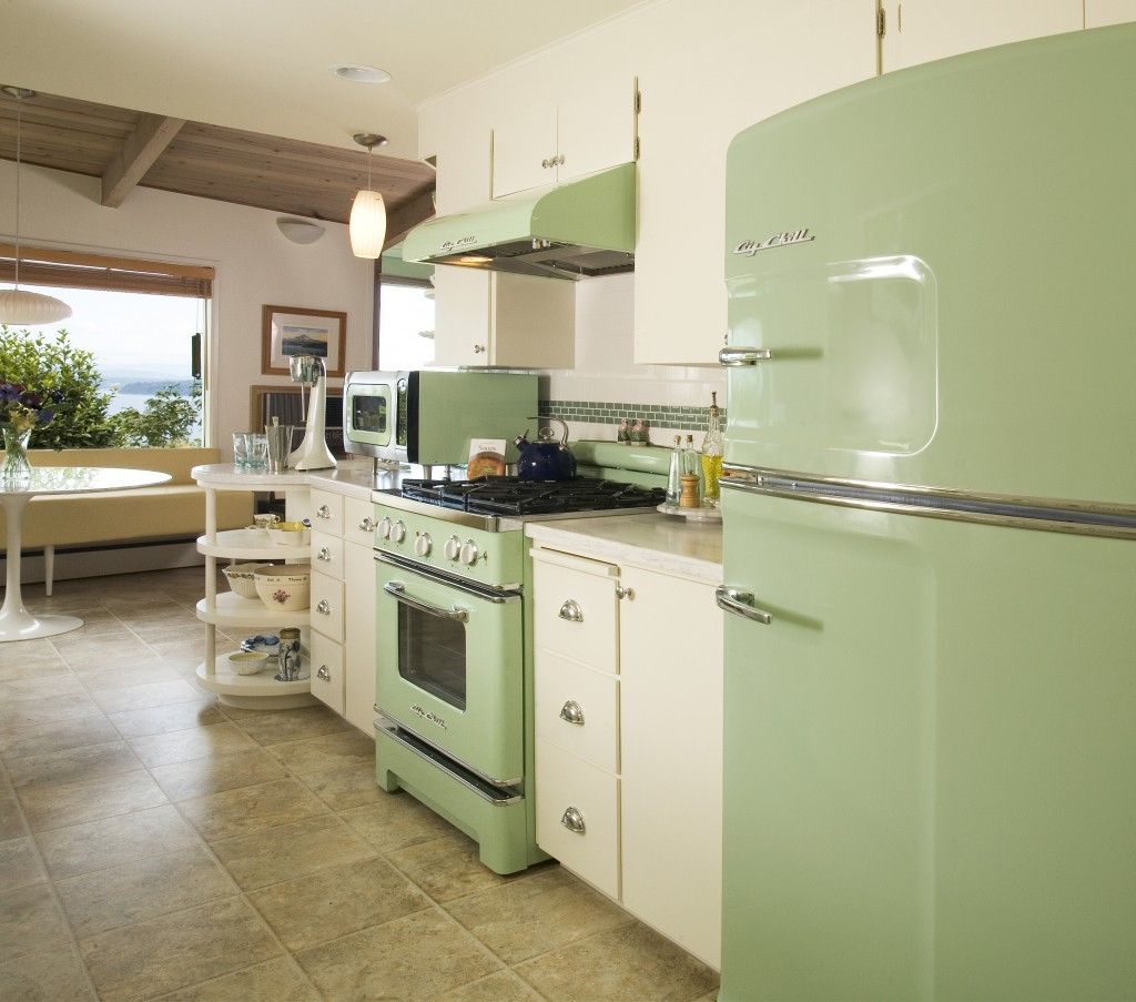 Nostalgic-kitchen-in-a-darker-tone-of-green