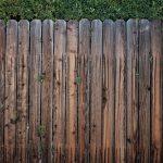 Dřevěný vs. hliníkový plot – který je lepší