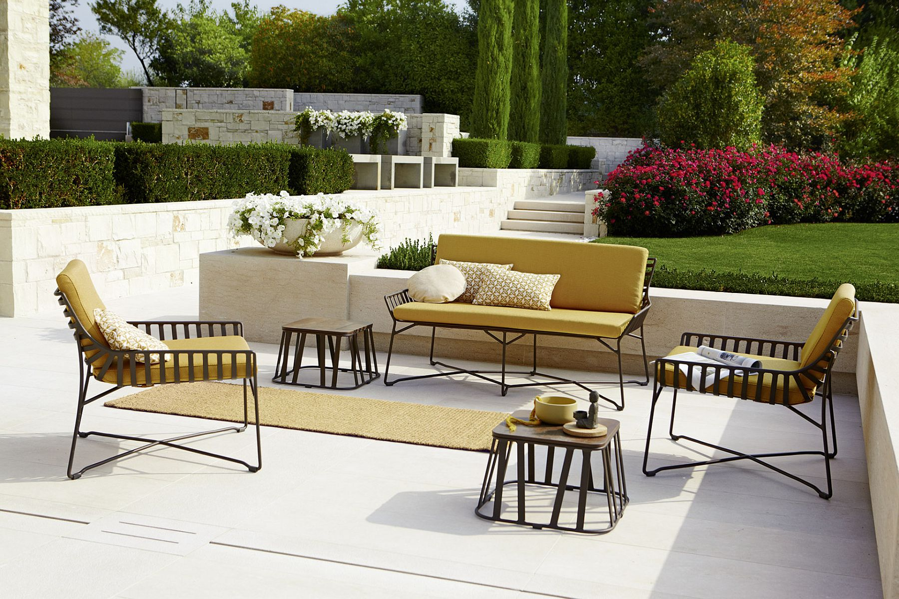 Colorful-cushions-bring-fashionable-allure-to-the-outdoor-decor-collection