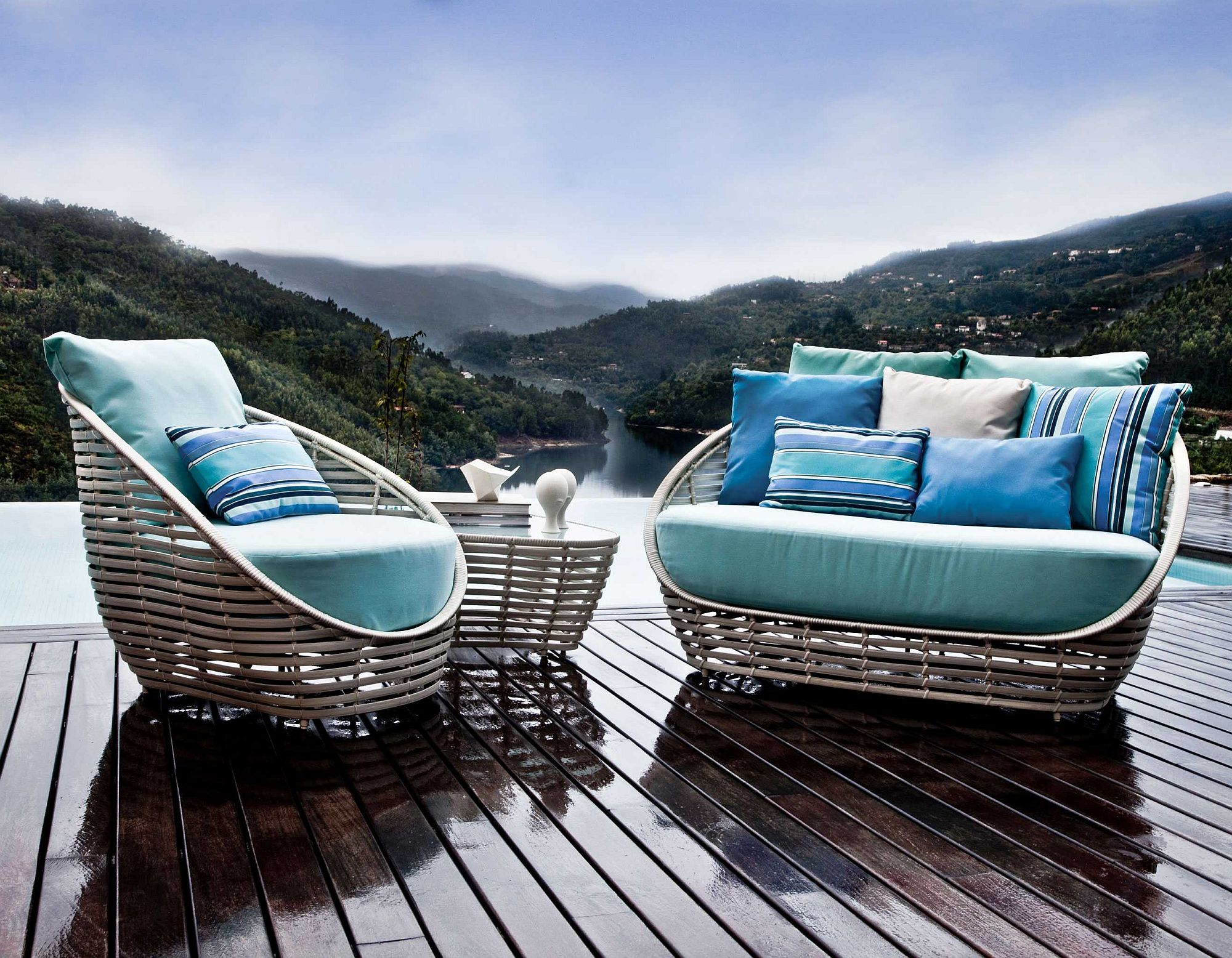 Oasis-Loveseat-and-lounge-chair